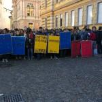 Gli studenti portano in piazza lo sciopero